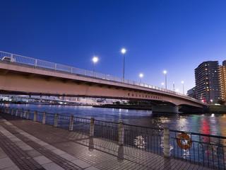 Fototapete - 隅田川と千住汐入大橋