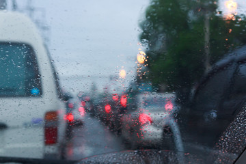 Fotomurales - traffic jam in the rainy bad day, rain drop on windshield car