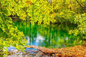 Fototapeten Gelb Sapphire lake in Plitvice Lakes National Park, Croatia