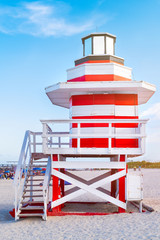 Fototapete - Colorful lifeguard tower at South Beach in Miami