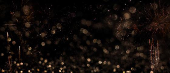Dezenter Feuerwerkshintergrund für Silvester mit Bokeh