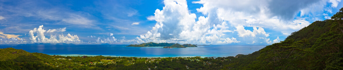 Foto auf Leinwand Insel Panorama of island Praslin and Mahe at Seychelles