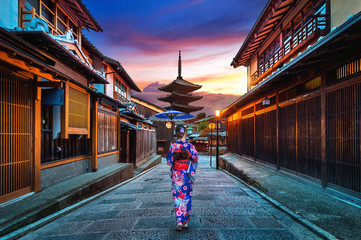 Wall Mural - Asian woman wearing japanese traditional kimono at Yasaka Pagoda and Sannen Zaka Street in Kyoto, Japan.