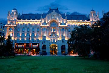 Photo sur Plexiglas Europe de l Est Gresham palace at Budapest