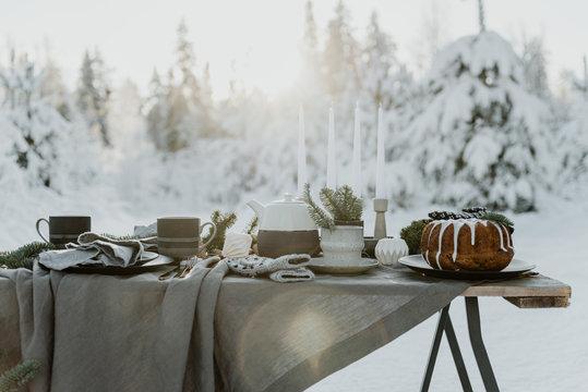 winter table arrangement