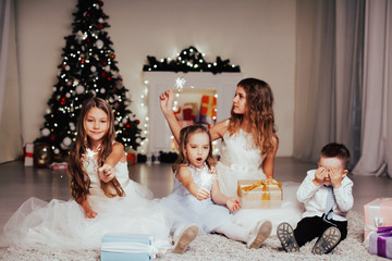 Photo Stands Roe Kids open Christmas presents new year holiday lights sparklers