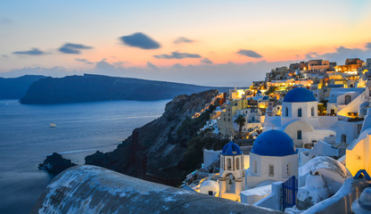 Photo sur cadre textile Europe Méditérranéenne Beautiful sunset in Oia Village on Santorini Island