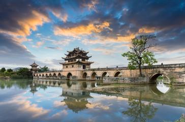 Fotobehang - yunnan double dragon bridge in sunset