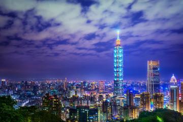 Türaufkleber Dunkelblau Taipei City Scape. Taipei nightlight in Taiwan with foggy evening light. Taiwan city skyline at twilight view in the business location. Taipei, Taiwan - December 17, 2019