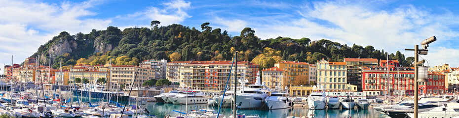 Poster de jardin Nice Nice, France - December 02, 2019: View of the commercial Lympia port in a clear winter morning, with the Castle hill on the background