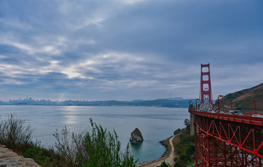 Fototapete - Golden Gate Bridge on Cloudy Day