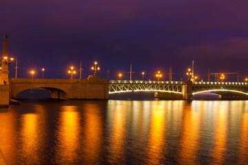 Fotobehang Aubergine Saint Petersburg. Night drawbridge
