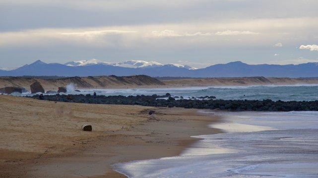 plage de Capbreton et Pyrénées en arrière plan
