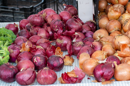 Red and yellow onions piled at the farmer's market