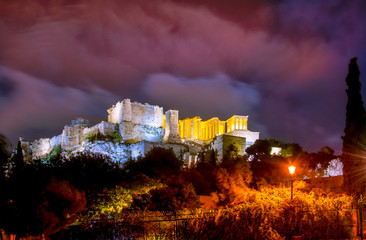 Fotomurales - Illuminated Acropolis with Parthenon and nice clouds at night, Athens, Greece.