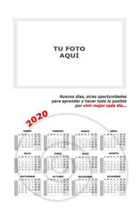 Almanaque, calendario 2020 personalizado para añadir foto con frase motivadora y espiral sobre fondo blanco.