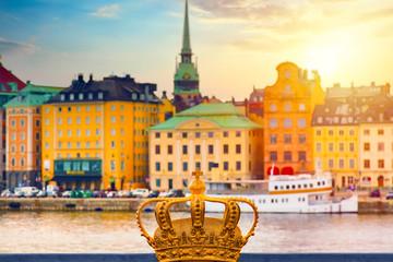 Türaufkleber Stockholm Golden crown on Skeppsholm bridge with illuminated Stockholm old city center Gamla Stan in the background during twilight sunset.