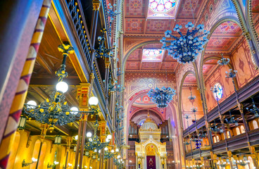 Fototapeten Budapest Budapest, Hungary - May 26, 2019 - The Interior of the Dohany Street Synagogue, built in 1859, located in Budapest, Hungary.