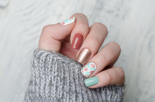 pretty floral manicure in blue mint and red marsala color with gold