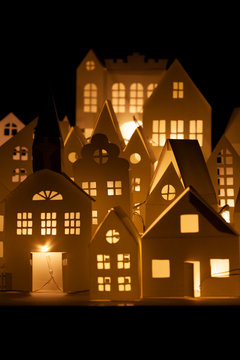 case di carta, natale, bricolage, sagome, luci