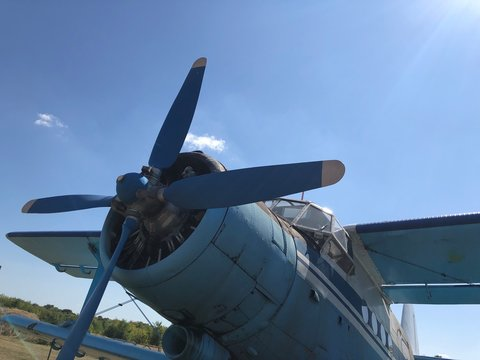 Vieil Antonov soviétique à Kharkiv, en Ukraine