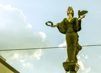 Stores à enrouleur Europe de l Est Sofia, Platz der Unabhängigkeit, Statue, Bulgarien