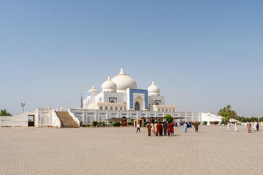 Larkana Bhutto Family Mausoleum 01
