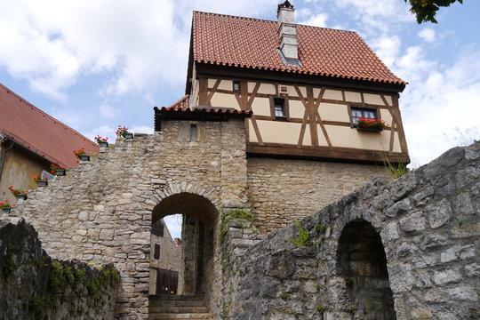 Stadtmauer und Fachwerkhaus in Frickenhausen am Main