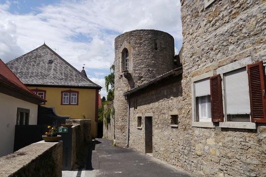 Reste Stadtmauer mit Turm in Frickenhausen