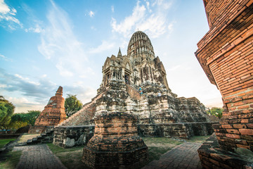 Foto auf Leinwand Kultstatte A beautiful view of buddhist temple in Ayutthaya, Thailand.