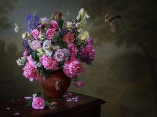 Still life with bouquet of flowers in a vase on wooden table Fotobehang