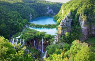 Stores photo Rivière de la forêt beautiful view over plitvice lakes, Croatia