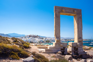 Spoed Fotobehang Oude gebouw Portara - ruins of ancient temple of Delian Apollo on Naxos island, Cyclades, Greece
