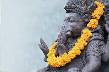 Poster Lieu connus d Asie Ganesha sitting in meditating yoga pose in hindu temple.
