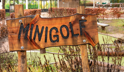 Sign wtih the text 'minigolf'. here you can play a smaller version of midgetgolf.