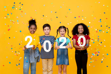 Foto auf AluDibond Individuell Cute smiling mixed race children showing numbers 2020 celebrating new year