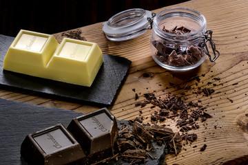 Cioccolato a blocco bianco e fondente
