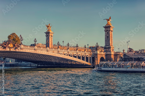 Fototapete Alexandre III bridge in Paris at sunset