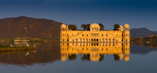 Fototapete - Jal Mahal, The water palace in Jaipur, Rajasthan, India.