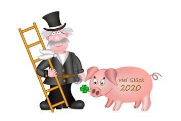 Viel Glück 2020, Schornsteinfeger mit Glücksschwein, freigestellt, weißer Hintergrund