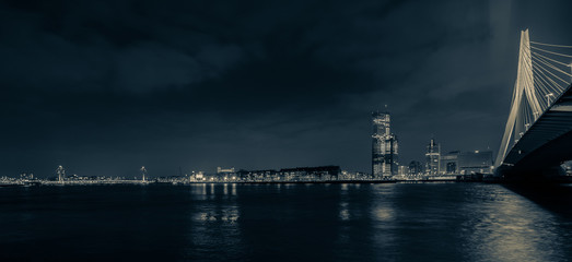 Photo sur Aluminium Rotterdam Skyline of Rotterdam by night in blue grey