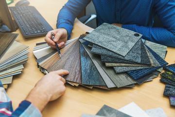 interior design - customer choosing floor material from samples at flooring shop Fotobehang