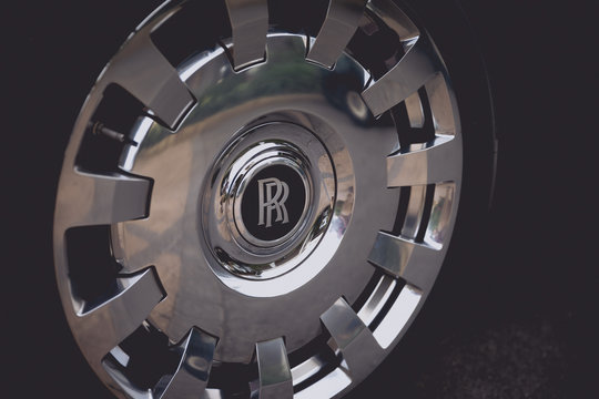Wheel of a Rolls Royce Phantom