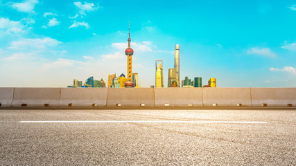 Foto auf Acrylglas Turkis Panorama of empty asphalt road and city skyline landscape at sunset in Shanghai