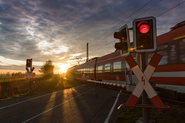 Türaufkleber Eisenbahnschienen Bahnübergang, Schranke, Zug, Eisenbahn