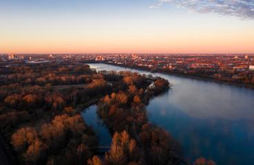 Letztes Abendlicht über Hannover und dem Maschsee zum Jahreswechsel Fototapete