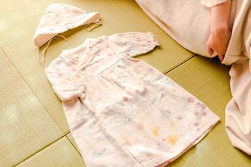 写真素材:服、赤ちゃん、お母さん、室内、和室