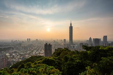 Foto auf Gartenposter Paris Taipei skyline with sunset