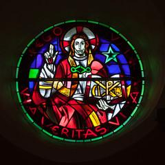Foto auf Leinwand Buntglasfenster Vitrail avec inscription en latin : je suis la vie, le chemin, la vérité