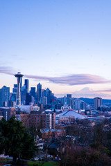 Sunset view of Seattle skyline and Mount Rainier, WA, USA